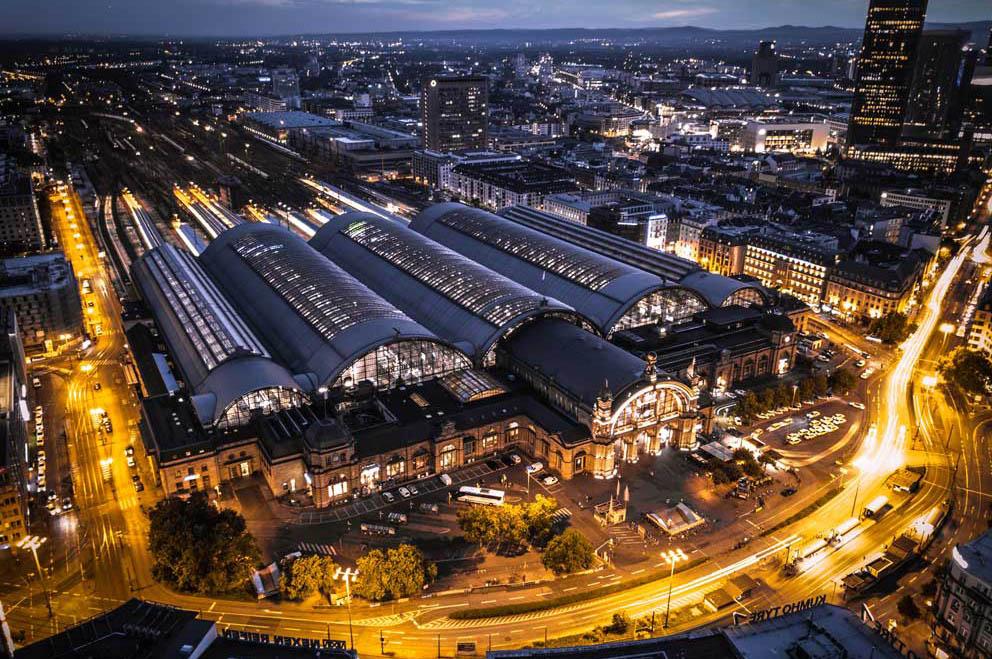 Bild: Frankfurt-Hauptbahnhof bei Nacht