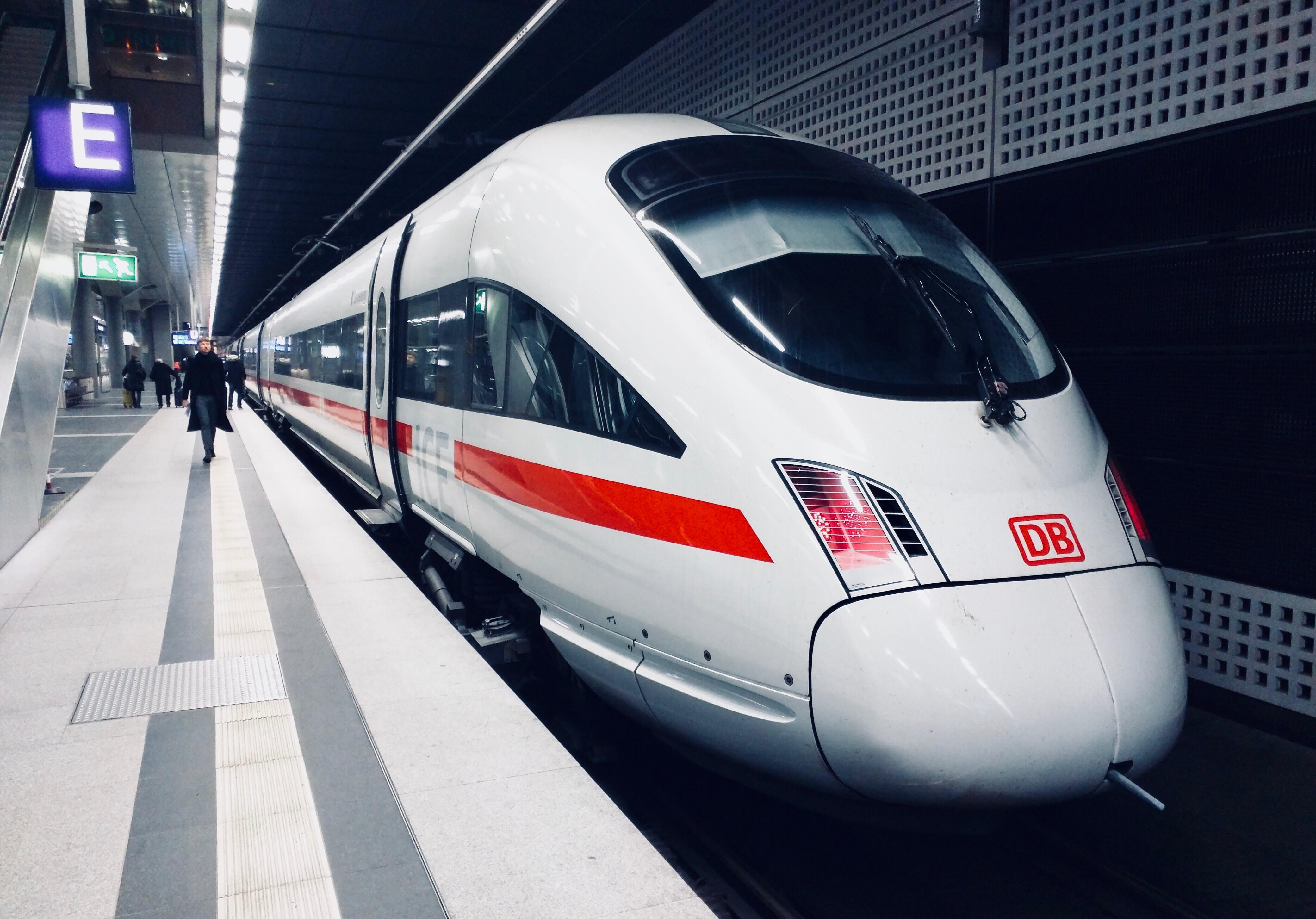 Bild: Schnellzug-ICE